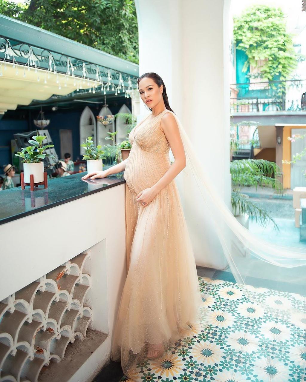 Diep Lam Anh, Lan Khue pho truong hang hieu khi mang thai hinh anh 13