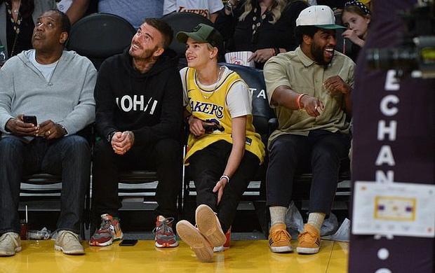 Con trai 17 tuoi gay chu y khi di xem bong ro cung David Beckham hinh anh 2