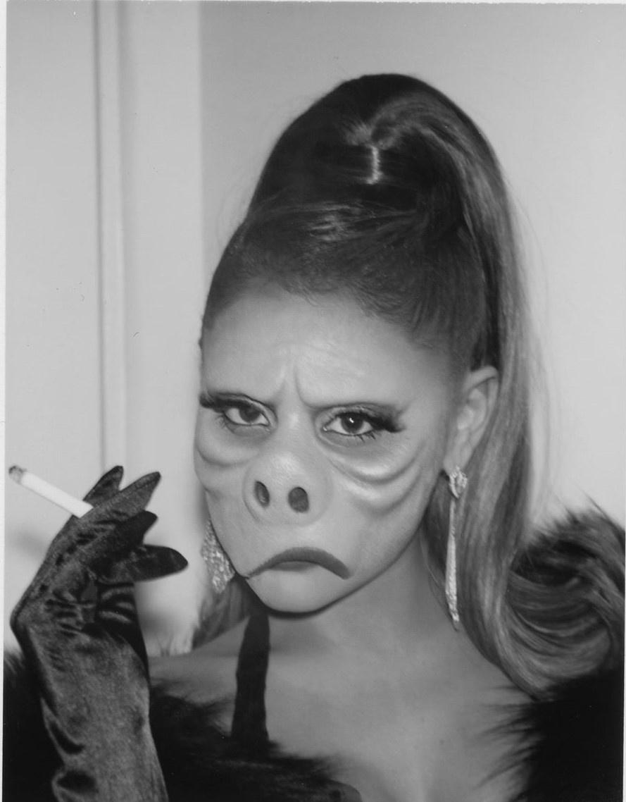 Kylie Jenner va dan sao dien do khoe vong mot du tiec Halloween hinh anh 3