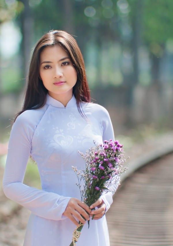 Nhan sac Ngoc Lan thay doi the nao sau 15 nam? hinh anh 3