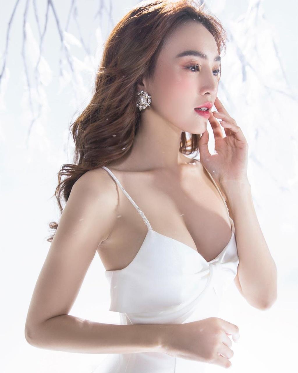 Su thay doi ngay cang goi cam cua Ninh Duong Lan Ngoc hinh anh 3 ninh.duong.lan.ngoc_79371665_159192718758419_9083719128359797089_n.jpg