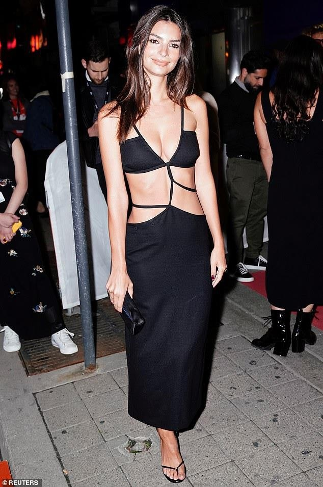 So thich mac ho 90% than tren cua Emily Ratajkowski hinh anh 4 182811507446149Hot_Ratajkowski_was_glowing_as_she_exited_the_premises_in_her_dra63_1568083985899.jpg