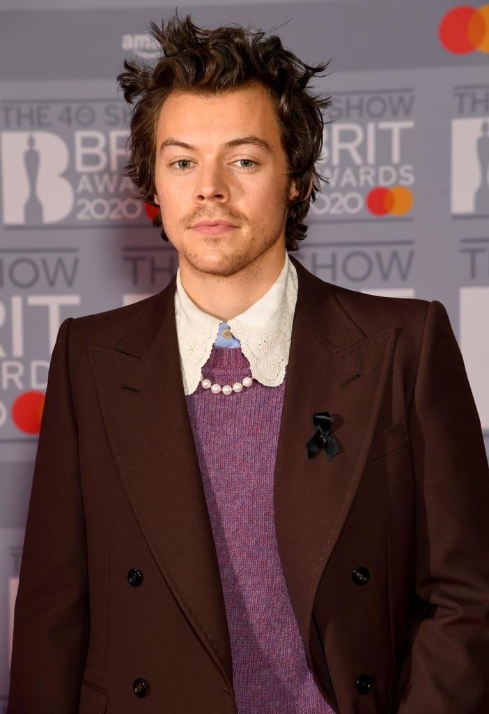 Harry Styles du tham do sau khi bi cuop sach tien hinh anh 2 Harry_Styles_on_2020_BRIT_Awards_Red_Carpet.jpg