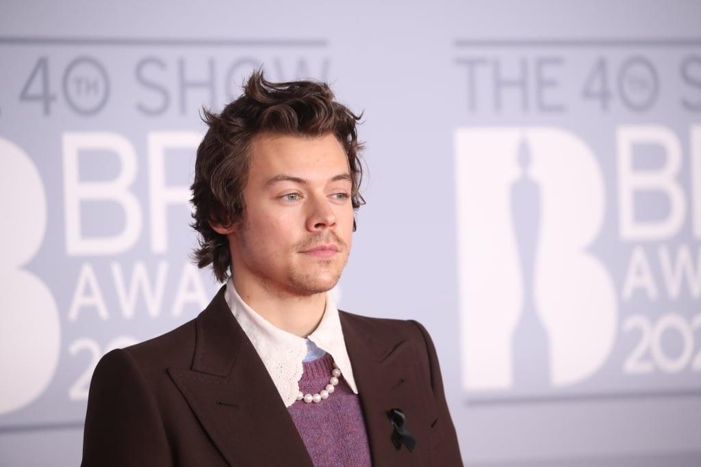 Harry Styles du tham do sau khi bi cuop sach tien hinh anh 3 Harry_Styles_on_2020_BRIT_Awards_Red_Carpet_1_.jpg