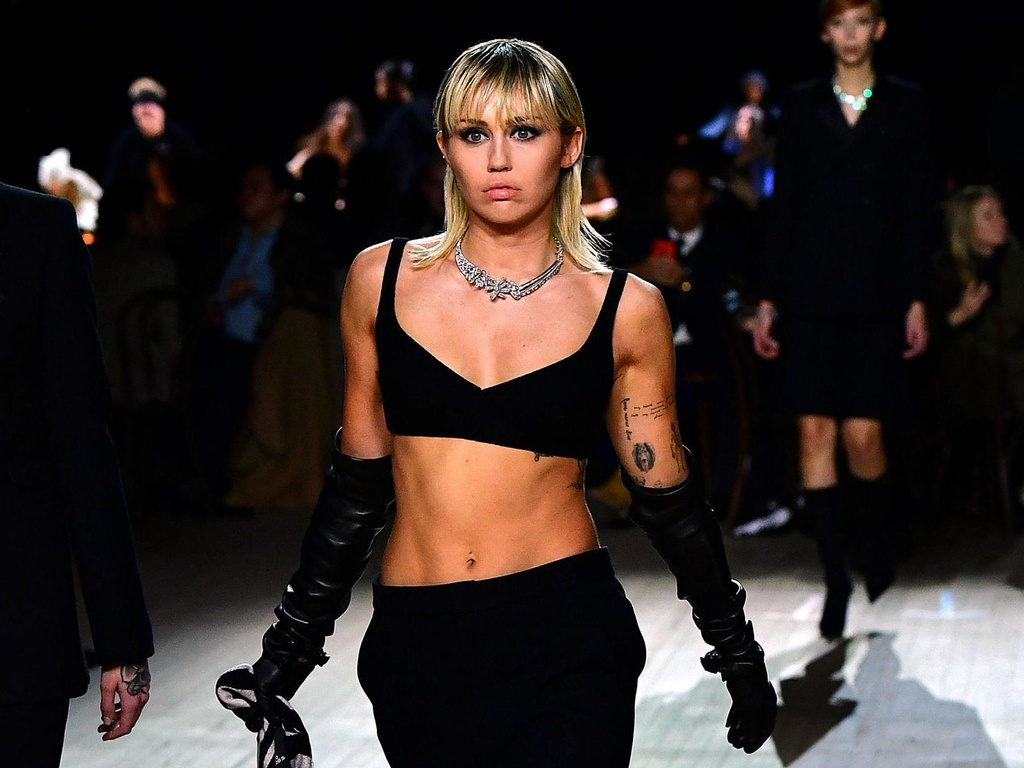 Miley Cyrus lai noi loan? hinh anh 1 miley_cyrus_slide_away_1567787372.png