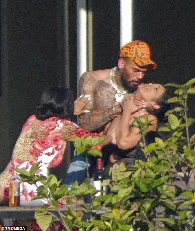 Chris Brown danh Rihanna anh 4
