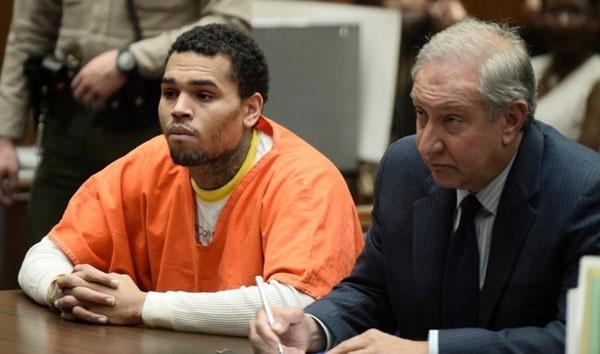 Chris Brown danh Rihanna anh 5