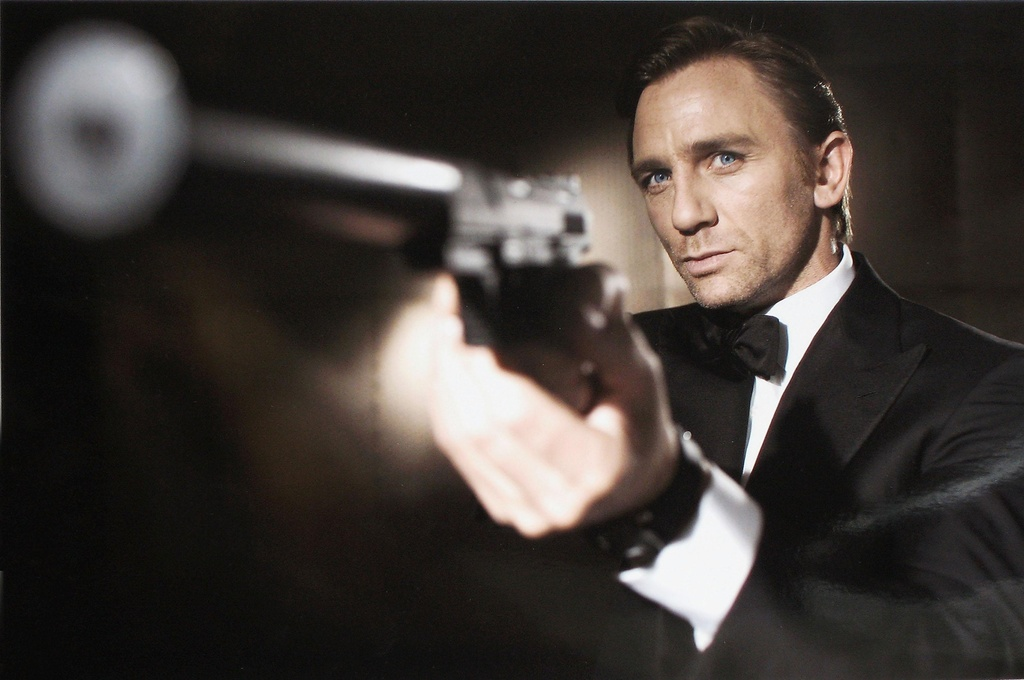 Daniel Craig dong James Bond anh 1
