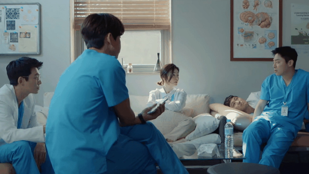 'Chuyen doi bac si' - cuoc chien gianh giat su song day cam dong hinh anh 2 Main_trailer_more_stills_for_upcoming_drama_Hospital_Playlist.png