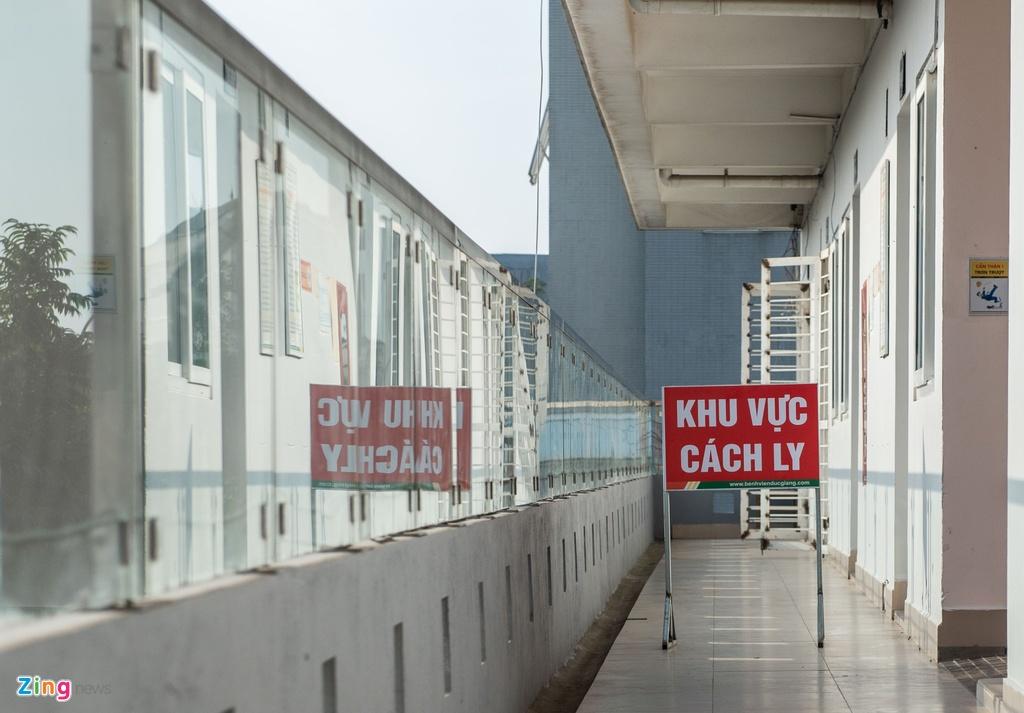 Bi thu Ha Noi Vuong Dinh Hue tham noi cach ly dich Covid-19 hinh anh 9 13_zing.JPG