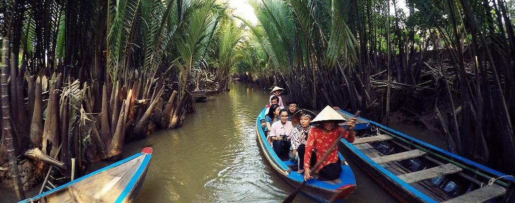 Nhung hinh anh khien du khach muon toi Viet Nam hinh anh 8 Chèo thuyền luồn lách qua những con kênh nhỏ ở miền đồng bằng sông Me Kong đem lại cho chúng ta những trải nghiệm thú vị.