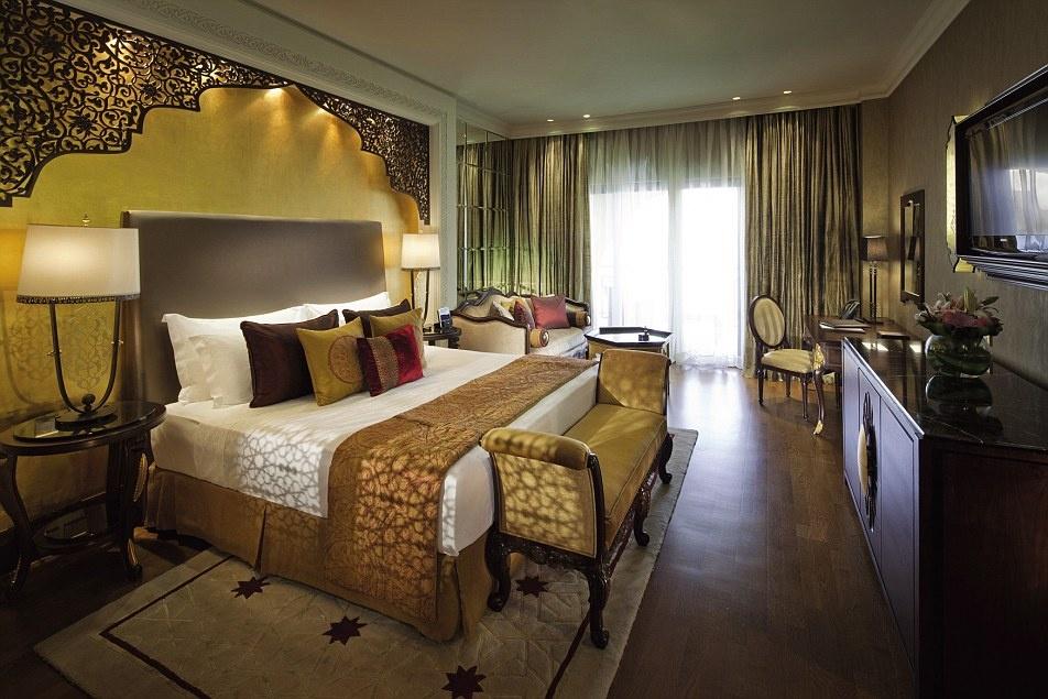 Ben trong khach san 7 sao duy nhat tren the gioi hinh anh 18 Phòng vua của Jumeirah Zabeel Saray được dát vàng, với nội thất lộng lẫy và nhiều thảm dệt tay tuyệt đẹp.