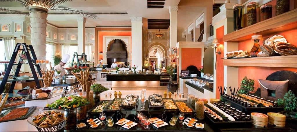 Ben trong khach san 7 sao duy nhat tren the gioi hinh anh 20 Bữa sáng muộn ở Madinat Jumeirah có vô số món ăn độc đáo cho du khách lựa chọn.