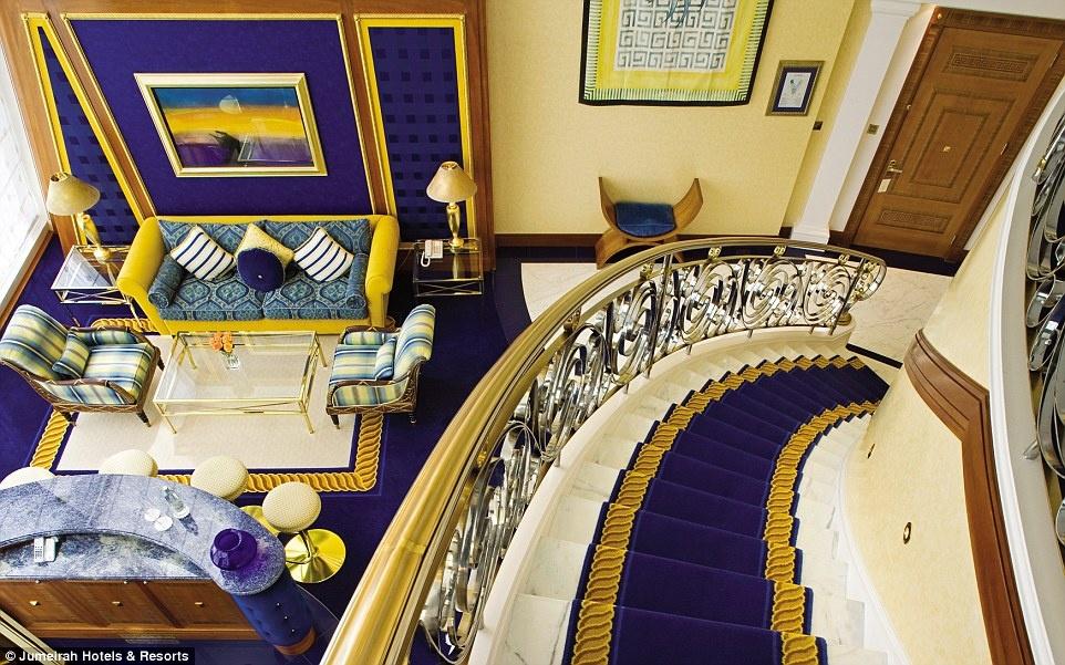 Ben trong khach san 7 sao duy nhat tren the gioi hinh anh 3 Khách sạn có 202 phòng, mỗi phòng trải rộng hai tầng, với thảm dày và đồ đạc sang trọng.