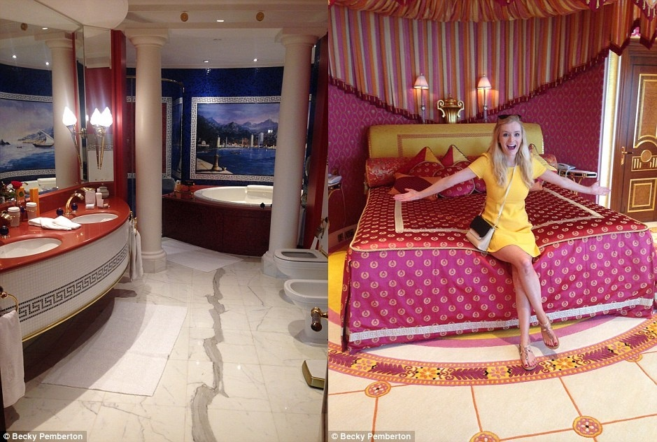 Ben trong khach san 7 sao duy nhat tren the gioi hinh anh 4 Phòng tắm của Becky có các sản phẩm của Hermes. Một quản gia đã chuẩn bị sẵn bồn tắm cho cô để thư giãn. Trong ảnh bên phải, Becky đang ở trong phòng hoàng gia của mình.