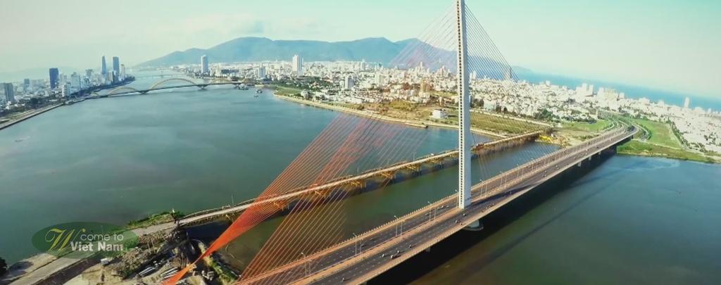 Nhung hinh anh khien du khach muon toi Viet Nam hinh anh 4 Cầu Trần Thị Lý của Đà Nẵng có hình dạng giống như một cánh buồm đỏ căng gió.