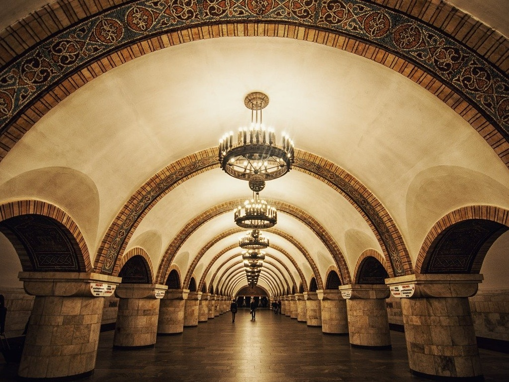 17 ga tau dien ngam long lay nhat the gioi hinh anh 14 Zoloti Vorota ở Kiev, Ukraine, do nhiều nghệ sĩ trang trí, với phong cách thanh nhã, lãng mạn.