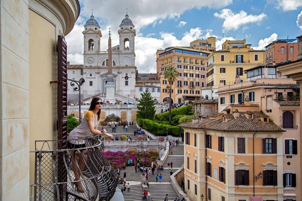 Rome là địa điểm có không khí lãng mạn, sang trọng. Du khách có thể nghỉ tại khách sạn The Inn and View at the Spanish Steps với khung cảnh tuyệt đẹp.