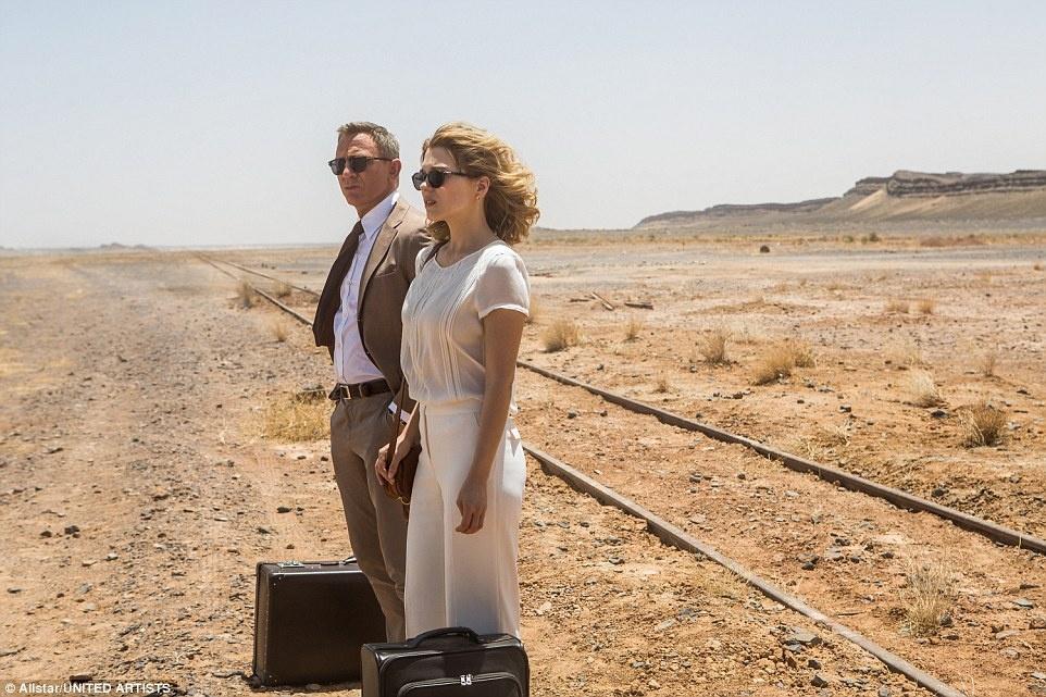 """Morocco: Địa điểm quen thuộc từng xuất hiện trong các bộ phim của Hollywood cũng không vắng mặt trong """"Spectre"""". Các cảnh quay được thực hiện ở Erfoud, Tangier và Oujda."""