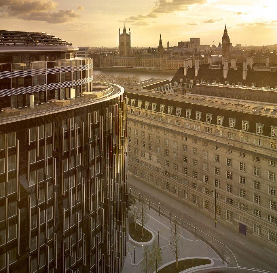 Theo chan James Bond trong phim bom tan 'Spectre' hinh anh 15 Khách sạn Park Plaza Westminster Bridge cho du khách cơ hội chiêm ngưỡng những địa điểm đã xuất hiện trong phim.