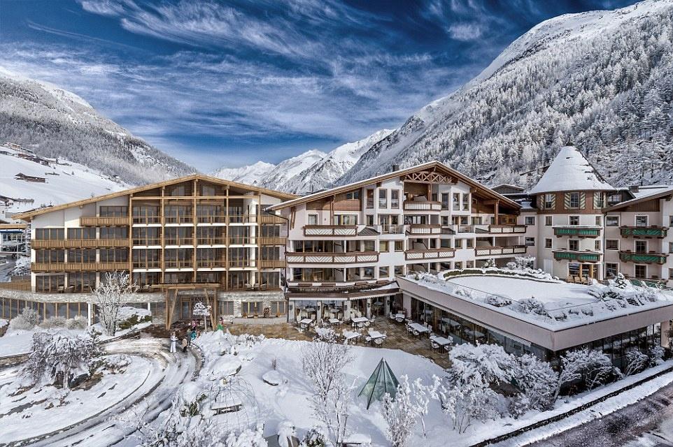 Phim được quay lại đường Ötztal Glacier, sông băng Rettenbach, khu tượt tuyết và trạm cáp treo.