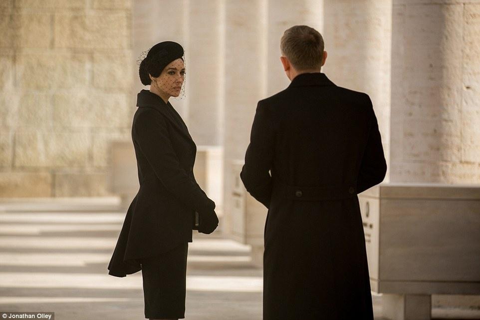 """Italy: Điều đáng ngạc nhiên là James Bond chưa từng tới Rome trong bất cứ bộ phim nào. Trong """"Spectre"""", nút thắt của cốt truyện bắt đầu mở ra ở Thành phố Vĩnh Cửu với nhiều trường đoạn quan trọng ở nhiều địa điểm khắp Rome."""