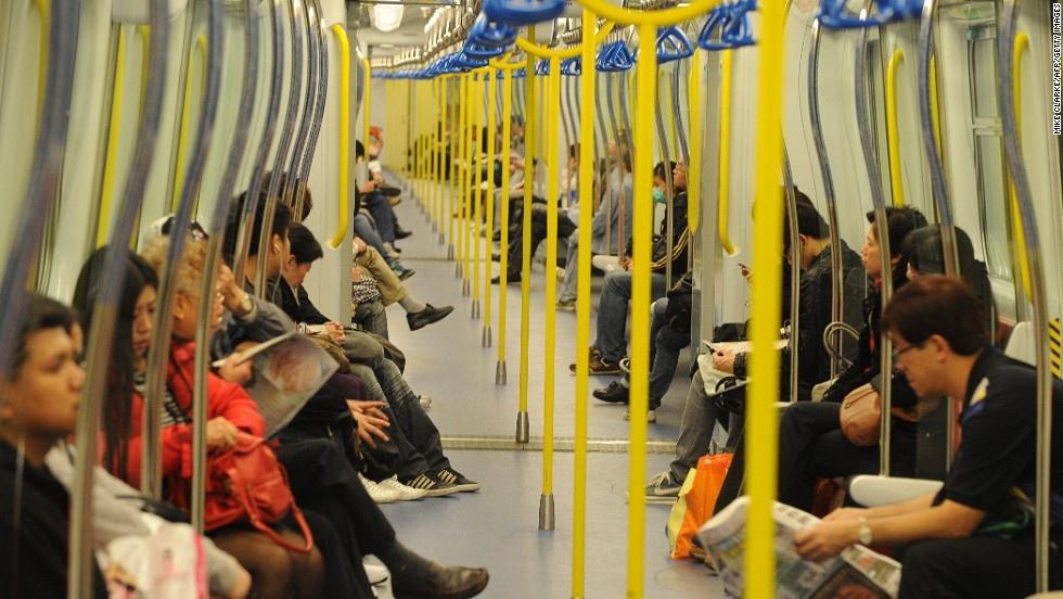 He thong tau do thi thu 2 ty USD mot nam cua Hong Kong hinh anh 2 Tổng quãng đường của MTR là 218 km, ít hơn so với nhiều thành phố lớn khác (London có 402 km và New York có 373 km). Tuy nhiên, lượng hành khách của MTR lại lớn hơn nhiều, lên tới 5 triệu lượt khách mỗi ngày, trong khi London chỉ vào khoảng 3,5 triệu lượt khách.
