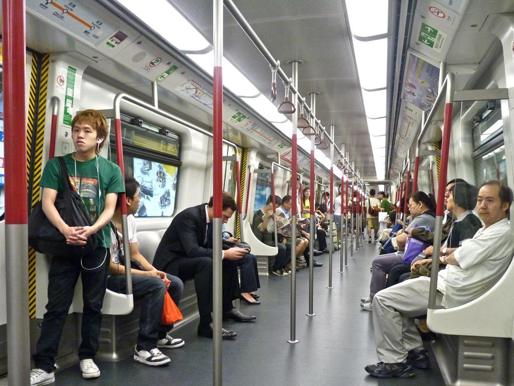 He thong tau do thi thu 2 ty USD mot nam cua Hong Kong hinh anh 4 Hệ thống MTR được trang bị dịch vụ 3G để hành khách có thể sử dụng internet ngay cả khi ở dưới lòng đất.Ảnh: Jame Shandlon.