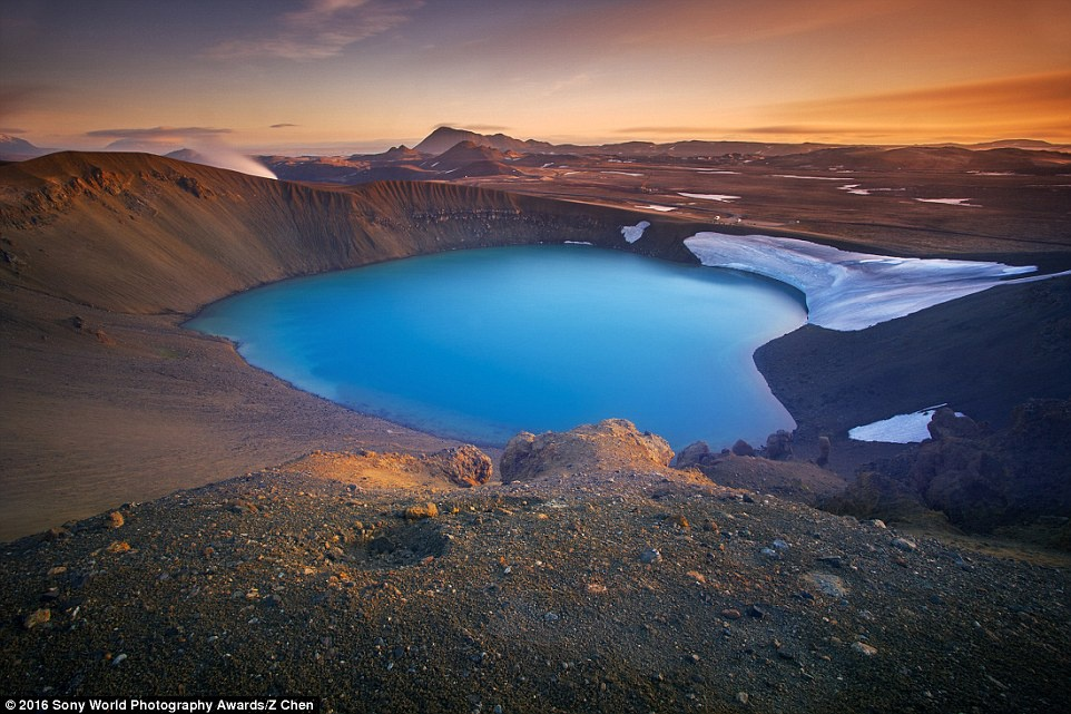 Anh khien du khach chi muon len duong hinh anh 18 Z Chen (Trung Quốc) ghi lại cảnh hoàng hôn trên Viti, một miệng hồ có hình trái tim ở Iceland.