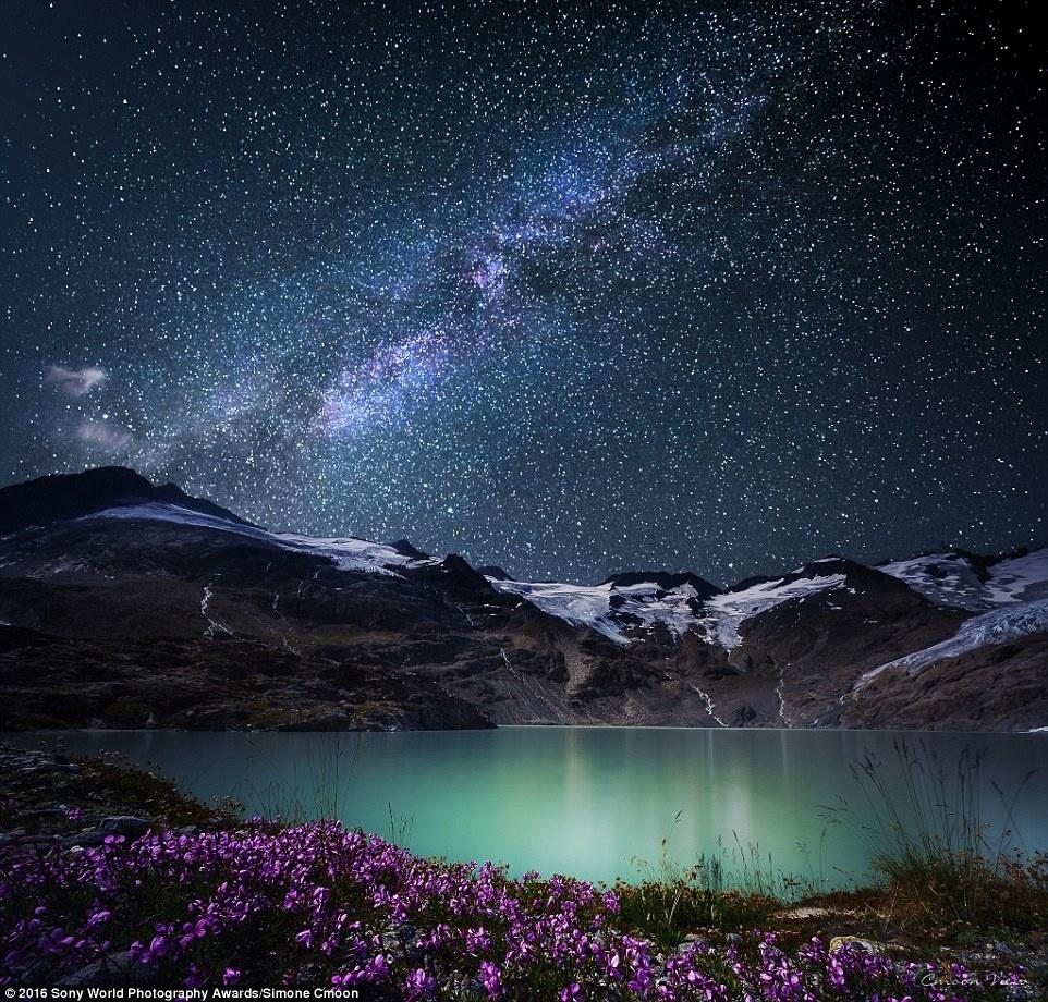 Anh khien du khach chi muon len duong hinh anh 7 Simone Cmoon (Thụy Sĩ) chụp lại khung cảnh kỳ diệu của dãy Alps dưới trời sao.