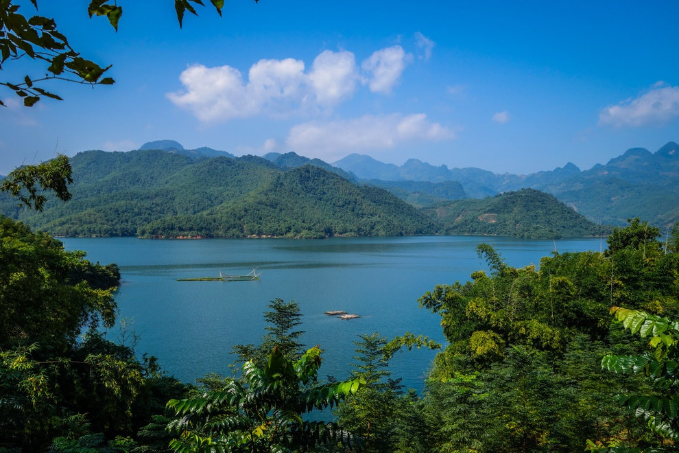 Nhung buc anh khien khach Tay muon den Viet Nam hinh anh 1 Những hồ nước tuyệt đẹp như ở Mai Châu là thiên đường với người mê du lịch.