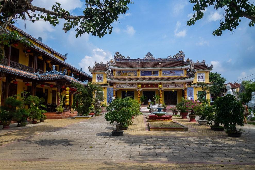 Nhung buc anh khien khach Tay muon den Viet Nam hinh anh 12 Những công trình tôn giáo với kiến trúc độc đáo rải rác khắp Việt Nam.