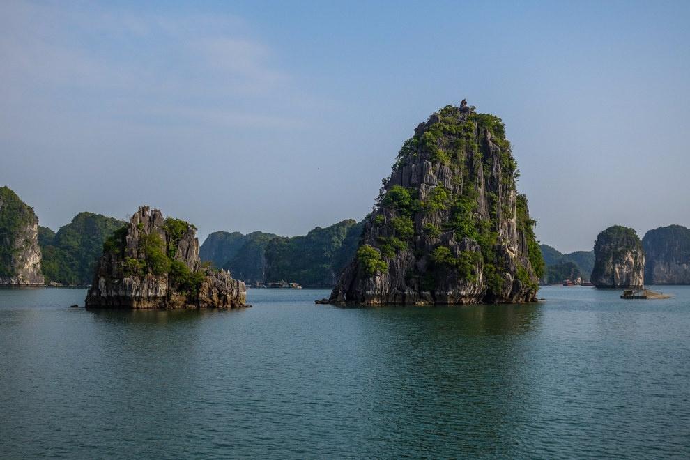 Nhung buc anh khien khach Tay muon den Viet Nam hinh anh 15 Vịnh Hạ Long có vẻ đẹp kỳ ảo tới khó tin.