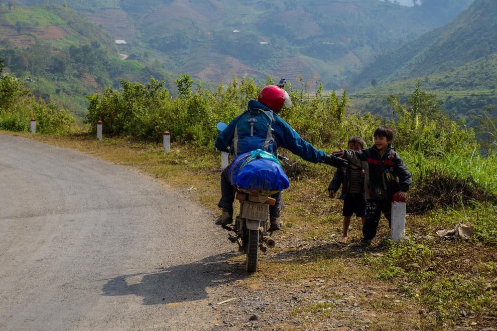 Nhung buc anh khien khach Tay muon den Viet Nam hinh anh 5 Những đứa trẻ thân thiện và yêu mến du khách.