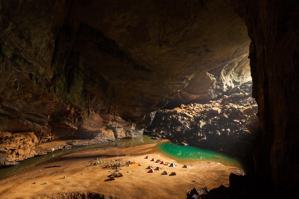 Nhung buc anh khien khach Tay muon den Viet Nam hinh anh 9 Khu cắm trại trong Hang Én giống như ở một thế giới khác.