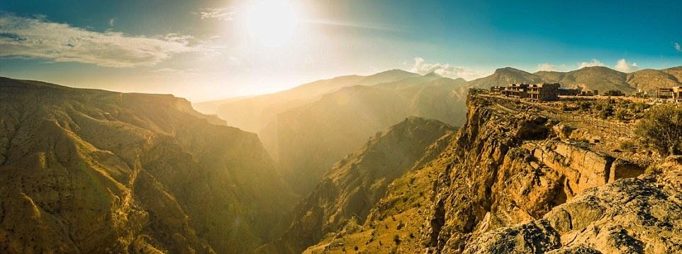 Nhung noi nghi trang mat lang man nhat hanh tinh hinh anh 3 Alila Jabal Akhdar ở Oman là một khu nghỉ dưỡng sinh thái 5 sao với cảnh đẹp và chất lượng dịch vụ tuyệt hảo. Đó là lý do resort này đứng đầu bảng xếp hạng Trung Đông.