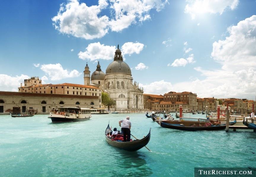 10 quoc gia ly tuong cho cac chang doc than hinh anh 9 Italy: Rome có những di tích lịch sử đáng thán phục, khung cảnh tuyệt đẹp và phụ nữ tinh tế, quyến rũ. Bạn dễ dàng có được một khoảng thời gian khó quên ở Rome, với nhịp sống sôi nổi, trẻ trung và không khí lãng mạn.