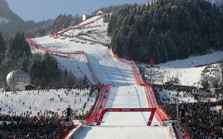 11. Trải nghiệm đường trượt tuyết đáng sợ nhất, Áo: Khu nghỉ dưỡng Kitzbuhel có tuyến đường trượt Streif được mệnh danh là đáng sợ nhất thế giới. Tuy nhiên, trong tương lai du khách sẽ không còn được thử cảm giác phấn khích ở đây nữa, do gần đây lượng tuyết rơi đã giảm mạnh.