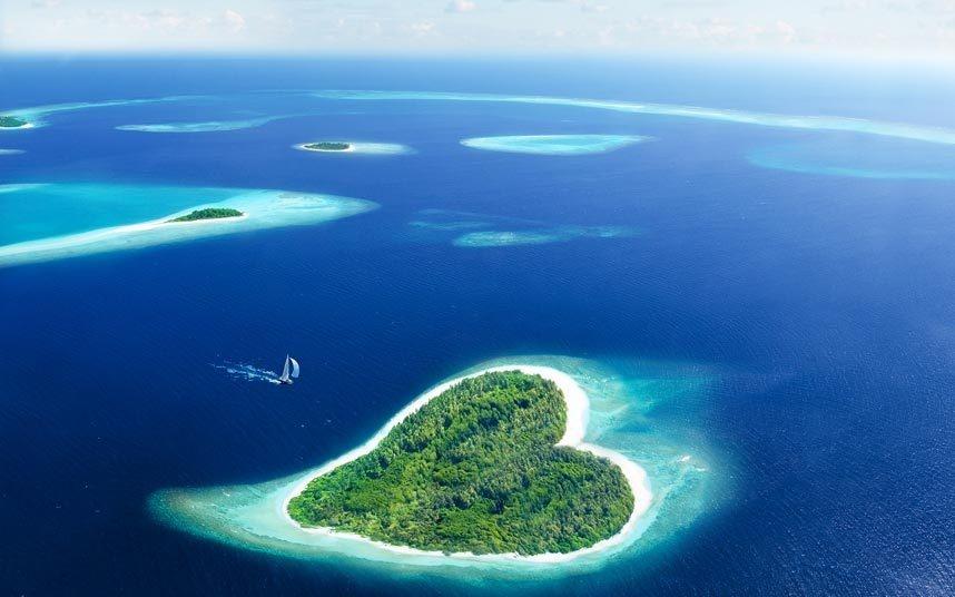 13. Tắm nắng ở Maldives: Maldives là một trong những điểm nghỉ dưỡng nổi tiếng nhất thế giới. Khi biển dâng, quần đảo này sẽ đối mặt với nguy cơ biến mất, do độ cao trung bình so với mực nước chỉ khoảng 5 m.