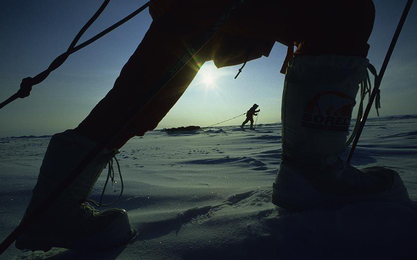 """6. Đi bộ tới cực Bắc: Việc tới được điểm cực Băc của thế giới đã trở thành """"huy chương"""" với nhiều nhà thám hiểm. Với thế hệ tương lai, điều này sẽ khó thực hiện được, bởi băng biển sẽ không còn ở điểm cực Bắc vào năm 2100."""