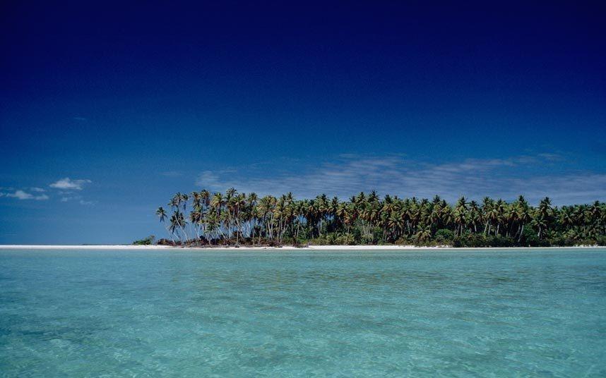7. Trải nghiệm Kiribati, Thái Bình Dương: Kiribati gồm 33 đảo san hô tuyệt đẹp, nơi du khách có thể lướt sóng, quan sát động vật hoang dã và lặn biển. Quần đảo này đang chìm dần và sẽ biến mất vào cuối thế kỷ 21.