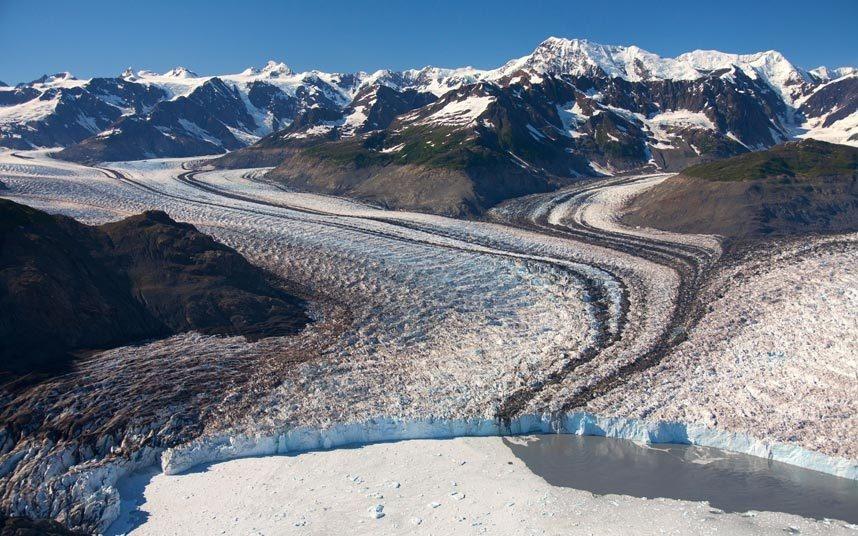 8. Ngắm sông băng Columbia, Alaska, Mỹ: Một trong những sông băng lớn và đẹp nhất thế giới đang bị thu hẹp với tốc độ chóng mặt. Các nhà khoa học dự đoán sông Columbia sẽ chỉ còn khoảng hơn 40 km vào năm 2020.