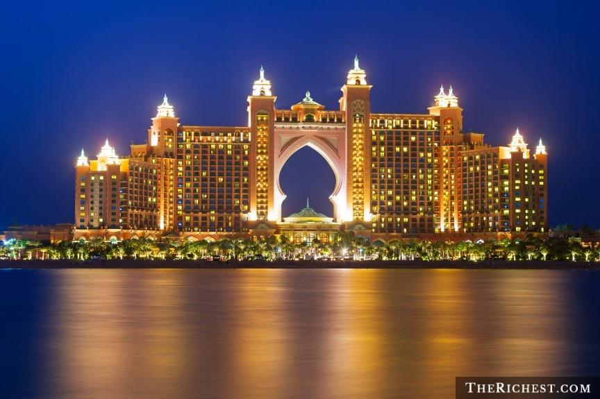 9 cach nem tien qua cua so o Dubai hinh anh 1 Nghỉ dưỡng ở Atlantis: Nằm trên đảo nhân tạo The Palm, khu nghỉ dưỡng Atlantis có đầy đủ cơ sở vật chất và dịch vụ để bạn có thể ở đây cả tháng mà không biết chán. Du khách sẽ có cơ hội bơi cùng cá heo, khám phá bể thủy sinh khổng lồ, đi thuyền, thư giãn ở Spa, tập gym, chơi tennis và tham gia nhiều hoạt động thú vị khác.