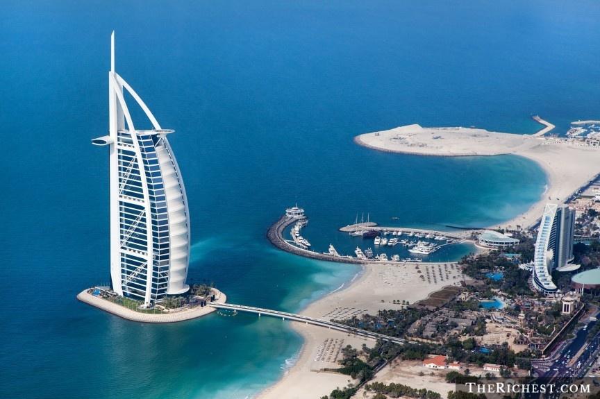 """9 cach nem tien qua cua so o Dubai hinh anh 4 Nghỉ đêm ở Burj Al Arab: Được mệnh danh là """"khách sạn 7 sao duy nhất trên thế giới"""", Burj Al Arab sẽ cho du khách trải nghiệm cảm giác được sống như những ông hoàng bà chúa. Mọi dịch vụ của khách sạn này đều đạt đẳng cấp thế giới, các phòng có thiết kế xa hoa, lộng lẫy."""