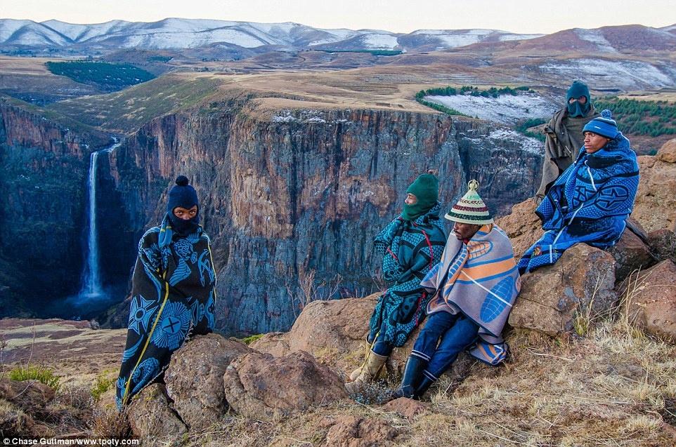 Giải Nhiếp ảnh gia du lịch trẻ tuổi của năm 2015 thuộc về Chase Guttman (Mỹ). Chàng trai 18 tuổi này đã gây được nhiều ấn tượng với ảnh chụp tộc trưởng tộc Basuto và những người chăn cừu gần Semonkong, Lesotho.