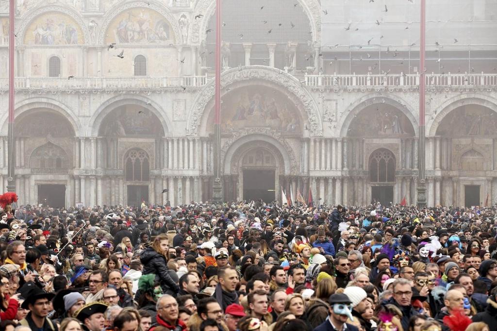 Venice song lai thoi hoang kim trong le hoi mat na hinh anh 12