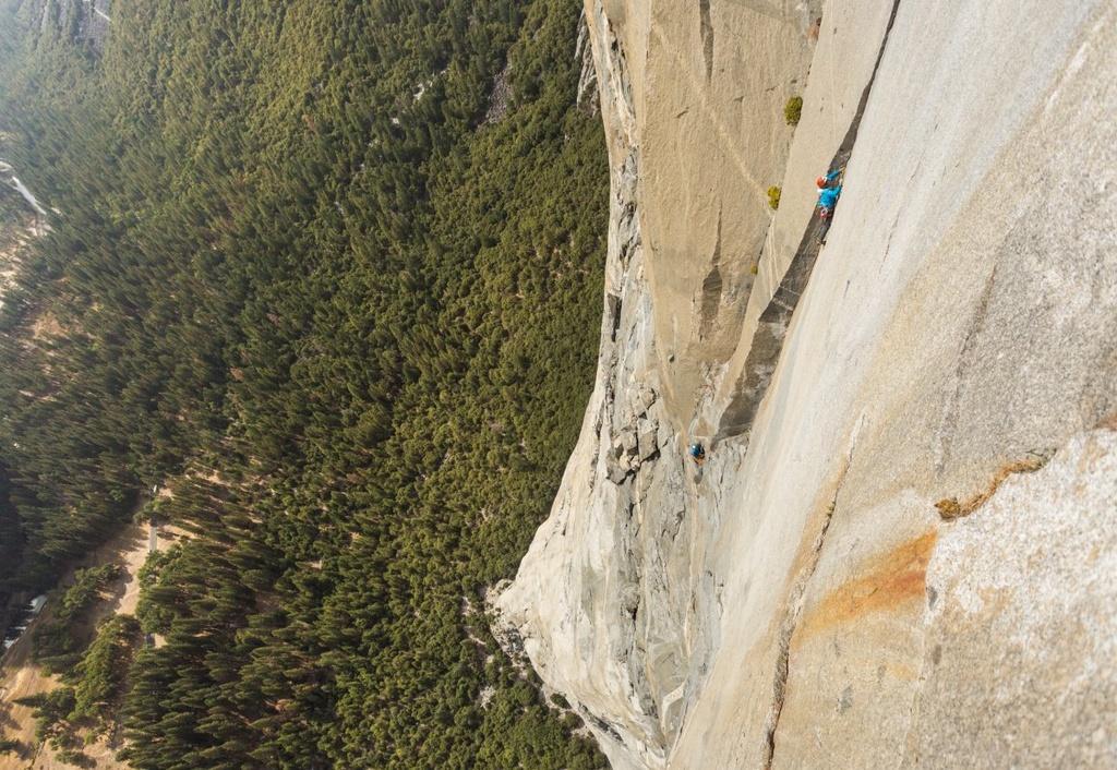 Chinh phuc vach da cao 900 m bang tay khong va day thung hinh anh 6