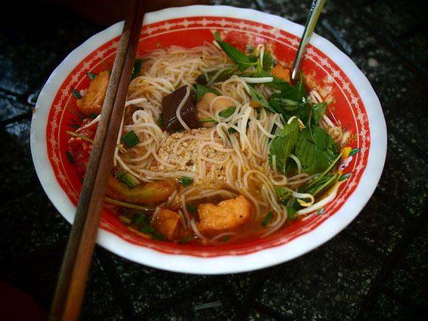 Blogger du lich me bun rieu, banh cuon Viet hinh anh 3
