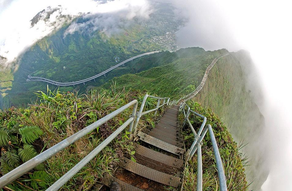 Xich du dang so tren tuyen duong nguy hiem nhat Hawaii hinh anh 1