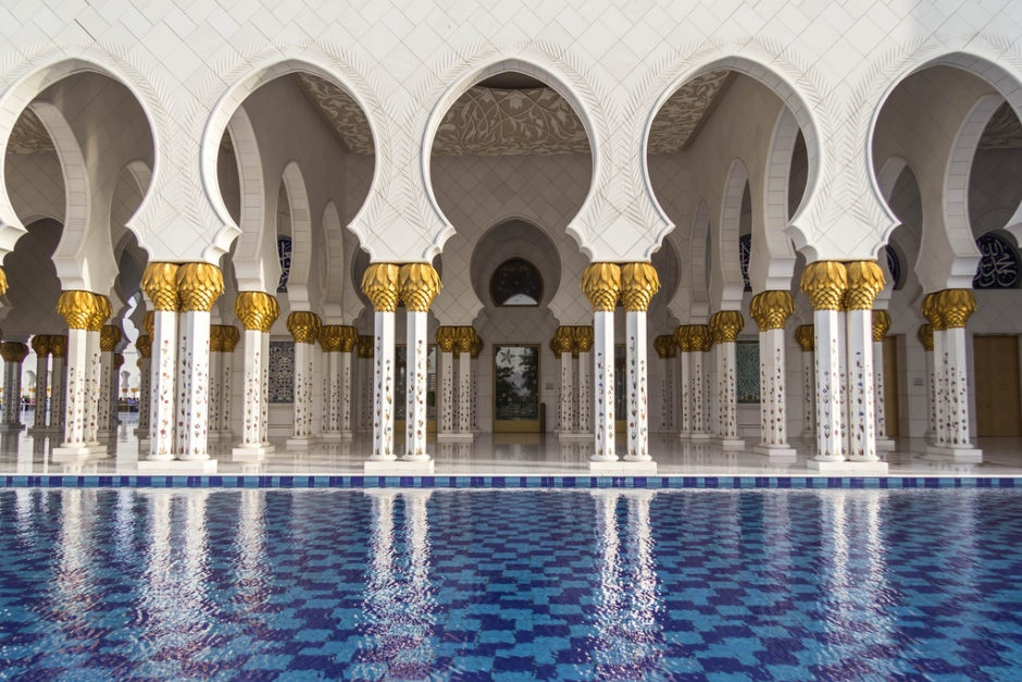 Nhung dieu khien Abu Dhabi tuyet dieu hon Dubai hinh anh 1